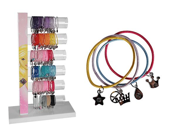 Textil-Armband mit<br> silberfarbenen<br>Metallanhängern,
